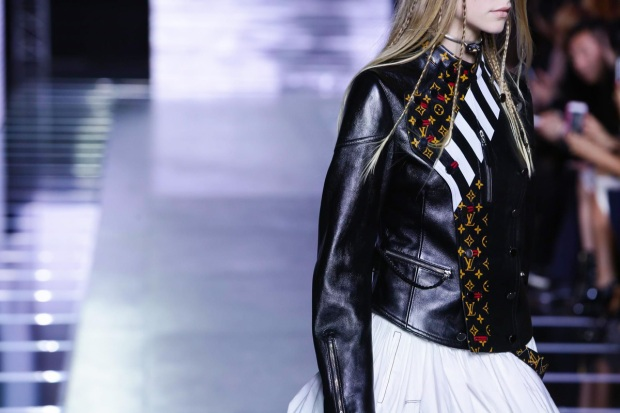 Louis-Vuitton-Ready-to-Wear-Spring-Summer-2016-Paris-8244-1444214336-mediumbigthumb